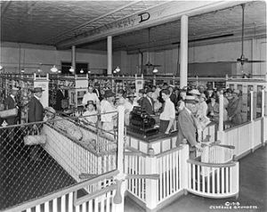 Piggly Wiggly, the first self-service grocery store, opened in Memphis in 1916.